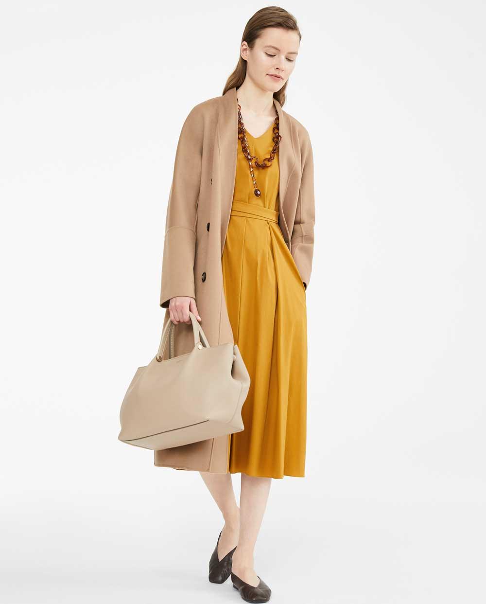 Color de moda amarillo mostaza invierno 2020