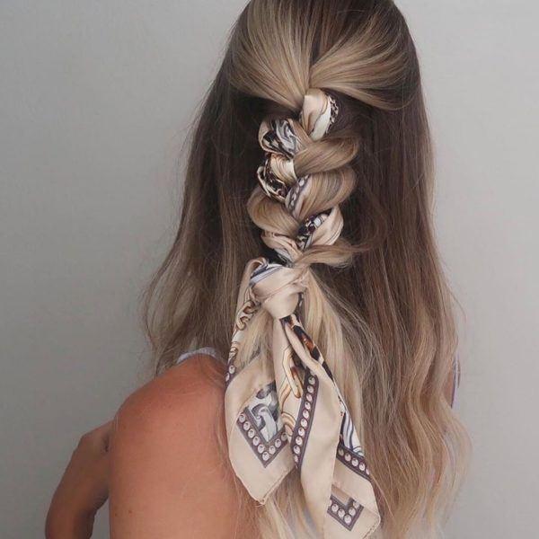 Peinados de moda en tik tok trenza con un pañuelo