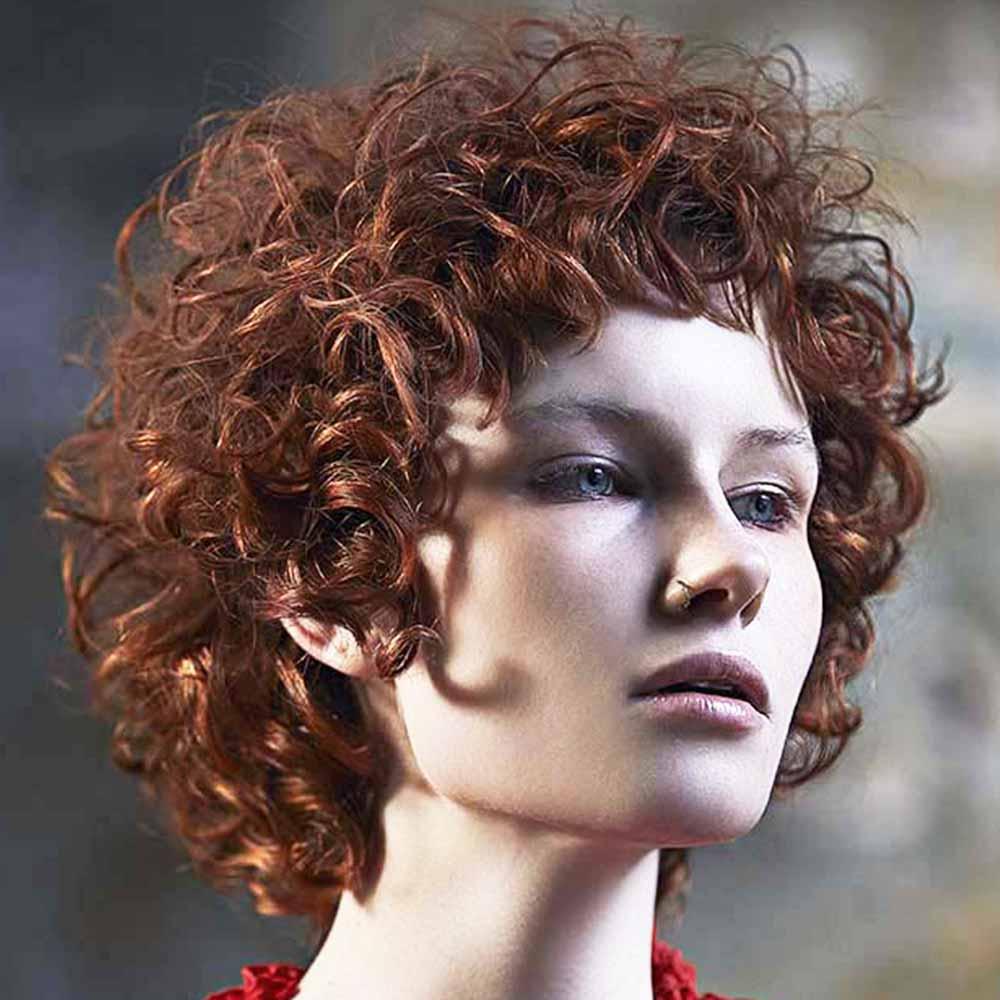 Cortes de pelo corto rizado y ondulado