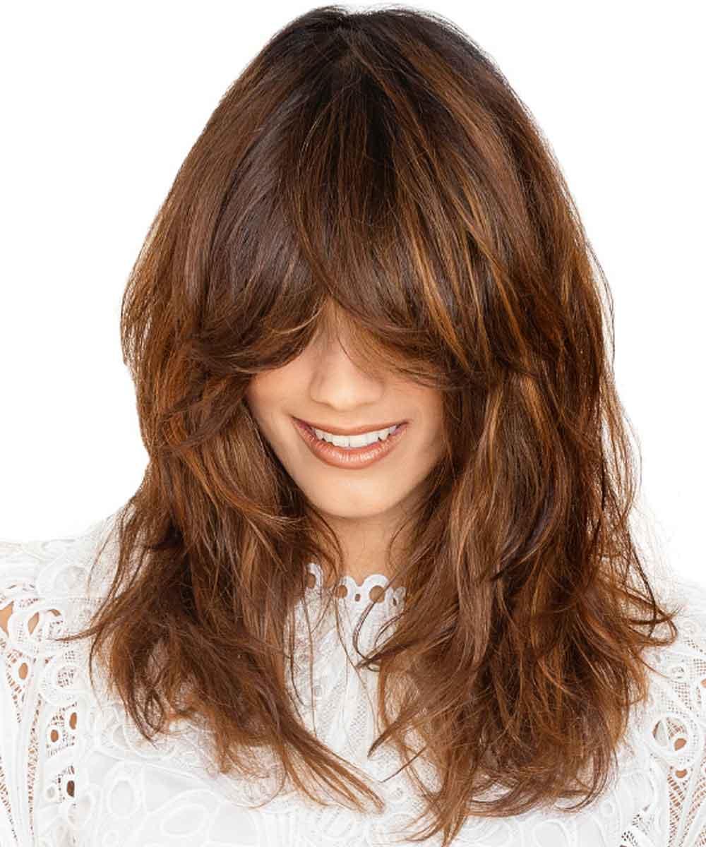 Cortes reducidos flequillo de pelo largo y liso