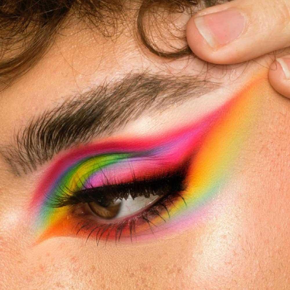 Maquillaje de ojos con pliegue cortado