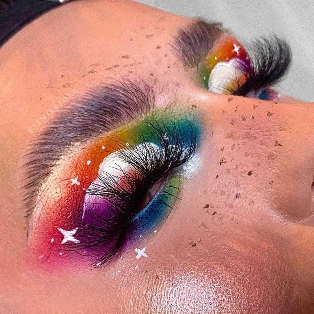 Maquillaje con corte de arco iris
