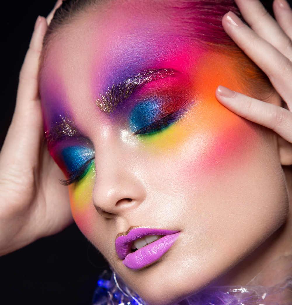 Maquillaje arco iris y rostro