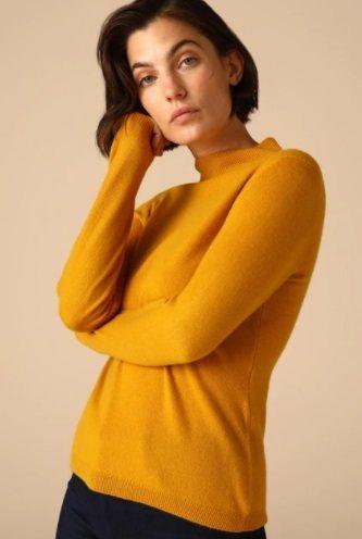 Jersey amarillo cuello alto