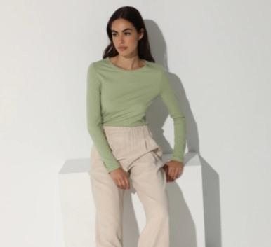 Camiseta básica de mujer verde claro