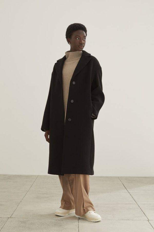 Catalogo hym otoño invierno 2021 2022 abrigo negro