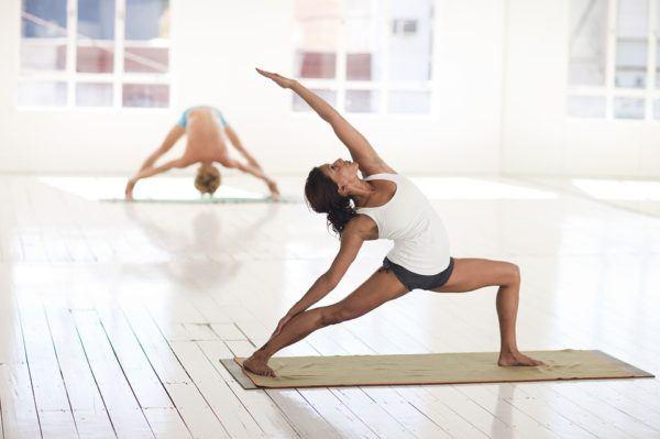 Yoga En Casa Para Principiantes Posturas Y Beneficios Blogmujeres Com