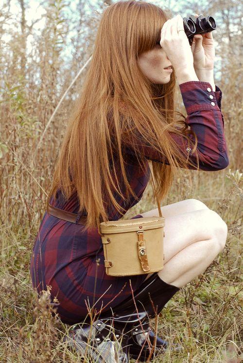 peinados-de-mujer-pelo-largo-liso-raya-a-un-lado-rojo