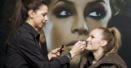Cómo aprender a maquillarse: rostro, ojos y labios paso a paso