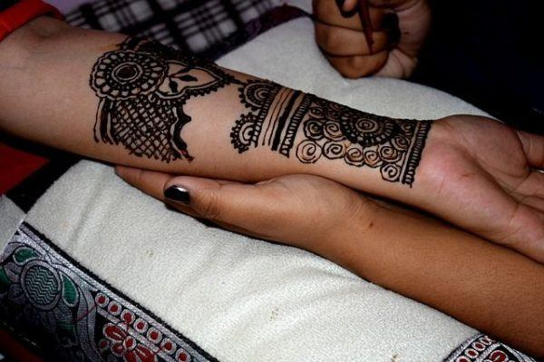 como-poner-tatuajes-temporales8