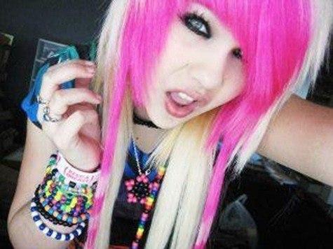 peinado emo rosa