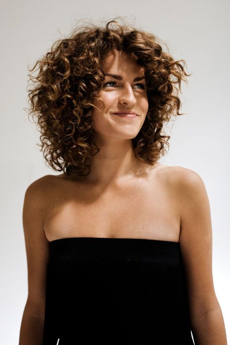 hairstyles-medium-hair-curly-brown-hair