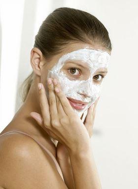 3 Mascarillas caseras para iluminar y refrescar la piel