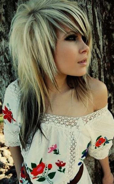 Cortes de pelo y peinados EMO para mujeres4