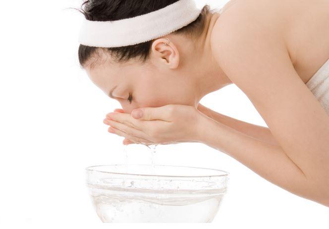 7 errores que debemos evitar al lavarnos la cara