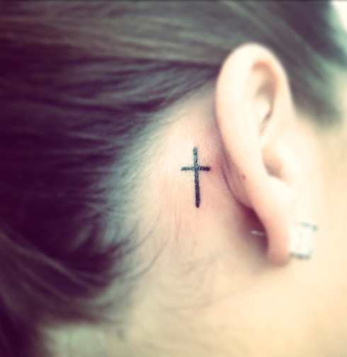 tatuajes-para-mujeres-cruz