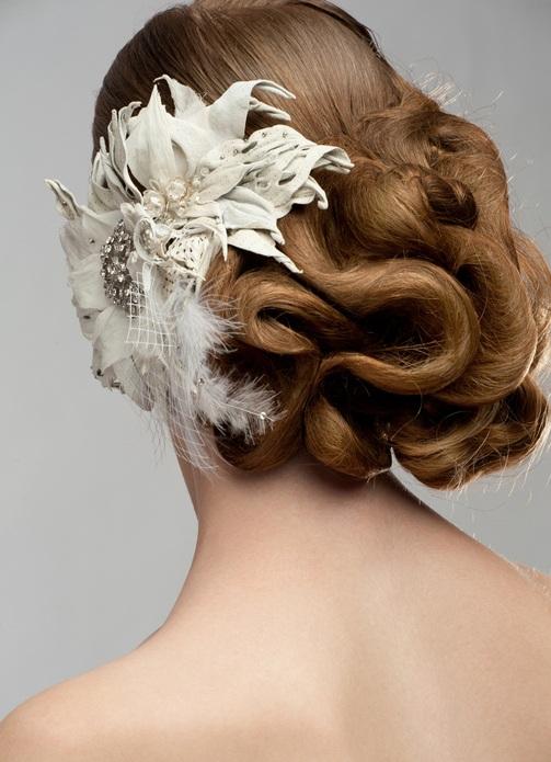 Peinados novia recogido bajo lado por detras