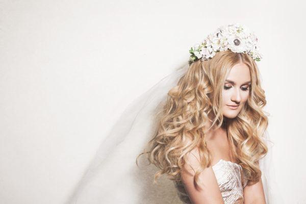Tocados de novia con flores diadema