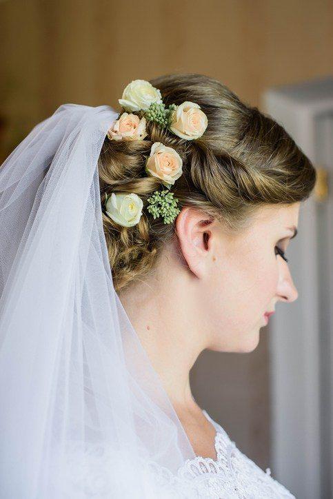 Tocados de novia con velo y flores