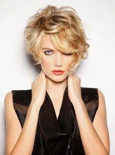 peinados-pelo-rizado-corto-asimetrico
