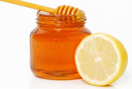 trucos-de-belleza-para-refrescar-la-piel-limon-y-miel