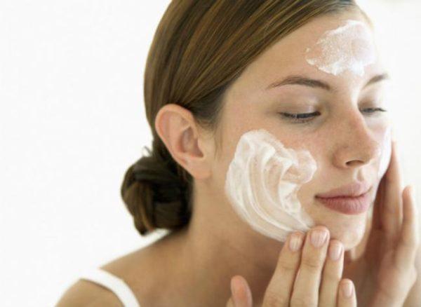 trucos-de-belleza-para-refrescar-la-piel-yogurt