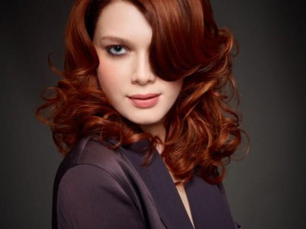 colores-de-pelo-mujer-segun-la-piel-rojizo