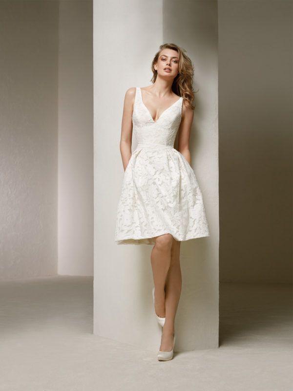 7c549a339c19 Los vestidos de novia cortos son igual de elegantes y sofisticados que los  vestidos largos, aunque sí es cierto que suelen haber menos diseños entre  los que ...