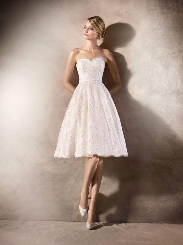 2128132d1927 Una boda civil puede ser tan romántica como otro tipo de ceremonia y, uno  de los vestidos que pueden encantaros para este momento es este diseño de  San ...