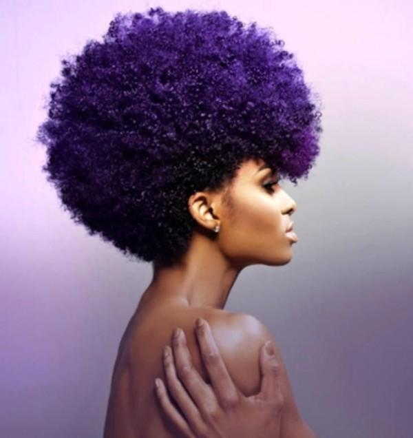 Cabello rizado color violeta