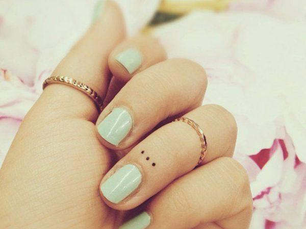 tatuajes-para-mujeres-pequeños-anillo