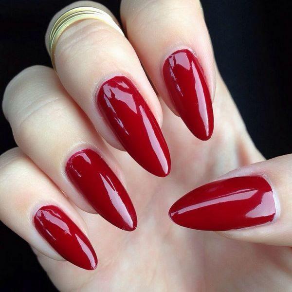 Las uñas acrílicas rojas 2017 pueden ser sencillas, como las que ves aquí  abajo, pero también puede tener un toque más elegante, sofisticado y  elaborado.