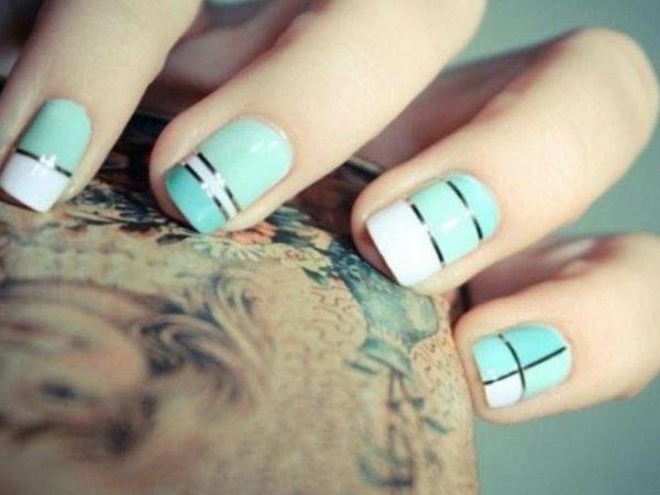 ventajas-e-inconvenientes-uñas-acrílicas-azul-diseño