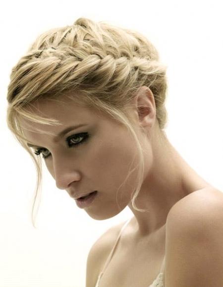 peinados-con-trenzas-diadema-despeinada