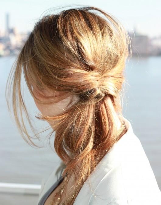 peinados-faciles-pelo-largo-coleta-enrollada