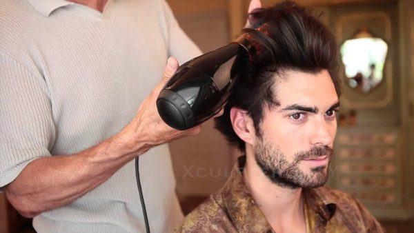 peinados-hombre-pelo-corto-tupe-secador
