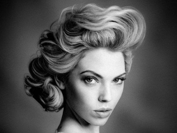 peinados-pin-up-rubia-blanco-y-negro