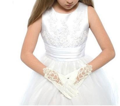 vestidos-de-comunion-nanos-guantes-encajes