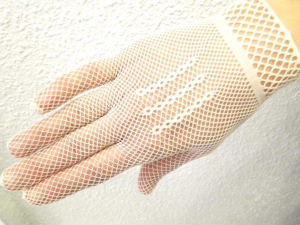 vestidos-de-comunion-nanos-guantes-rejilla