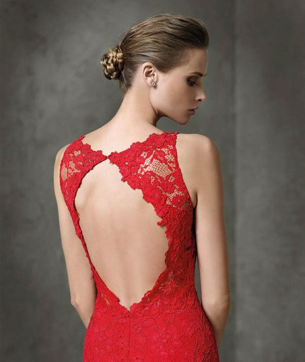 vestidos-de-fiesta-pronovias-layos-rojo-espalda