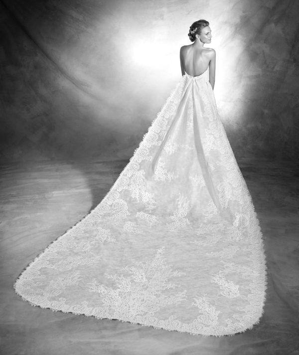 vestidos-de-novia-corte-sirena-pronovias-encaje-vanes-espalda