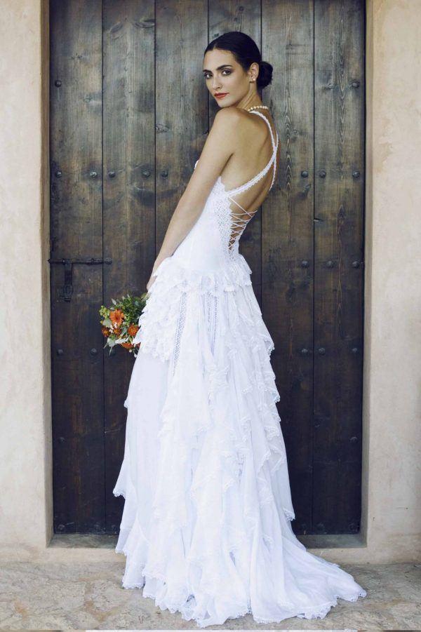 vestidos-de-novia-ibicencos-largo-charo-ruiz-pasarela-espalda