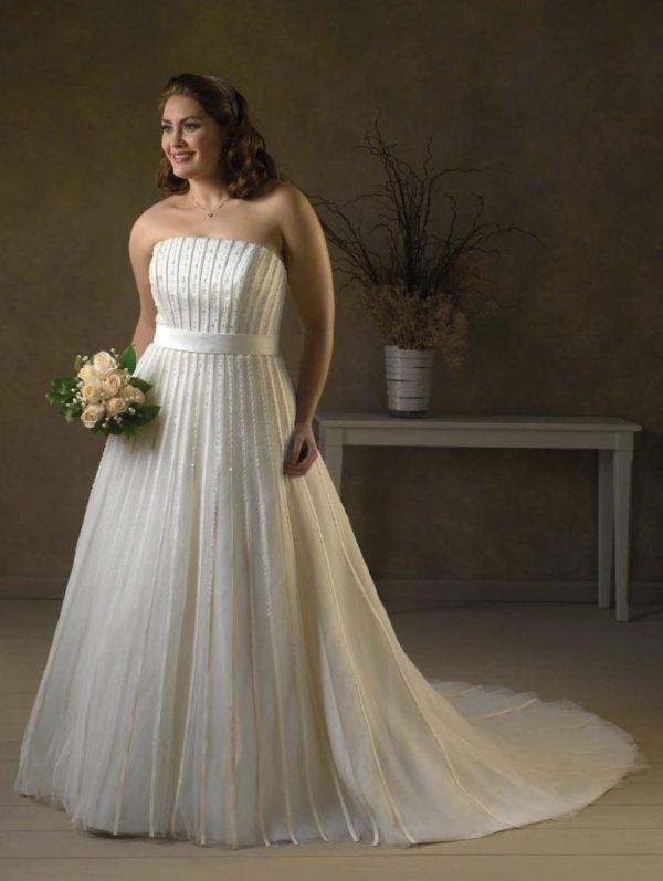 wedding-dresses-for-chubby-neckline-strapless