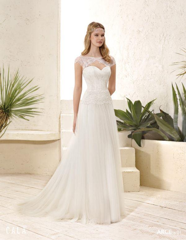vestidos-de-novia-ibicencos-encaje-escote