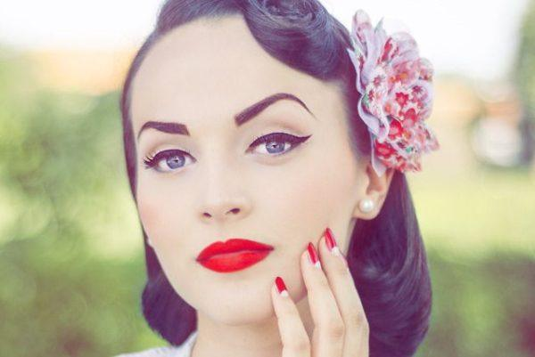 maquillaje-pin-up-cara-porcelana