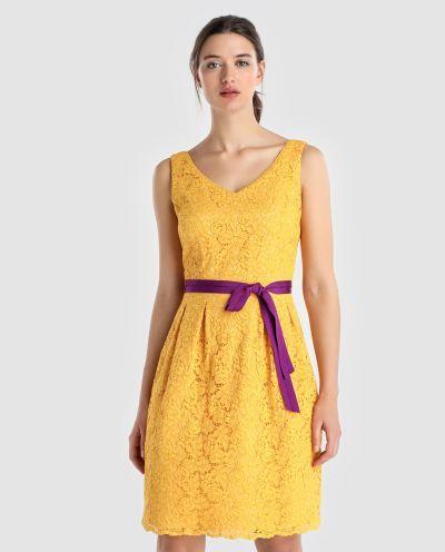 los-vestidos-de-comunion-para-madres-vestido-amarillo-con-lazo-en-fuscia-2018-elcorteingles