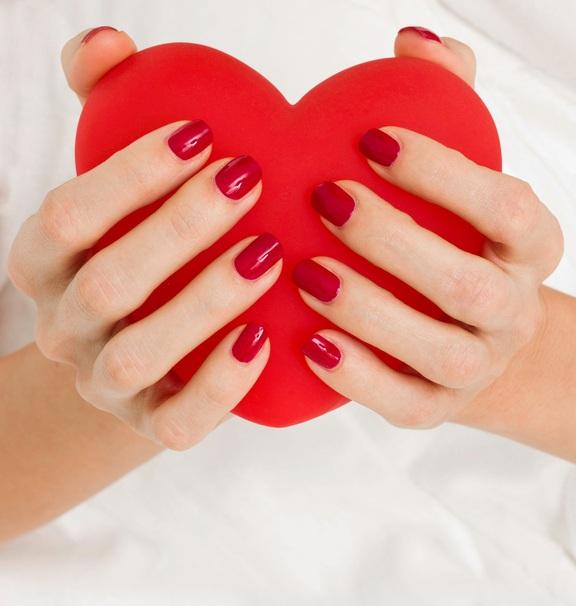 Unas san valentin rojas