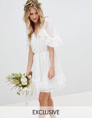 los-vestidos-de-novia-para-boda-civil-minivestido-tul-de-lunares-y-bordados-exclusivo-stevie-may-asos