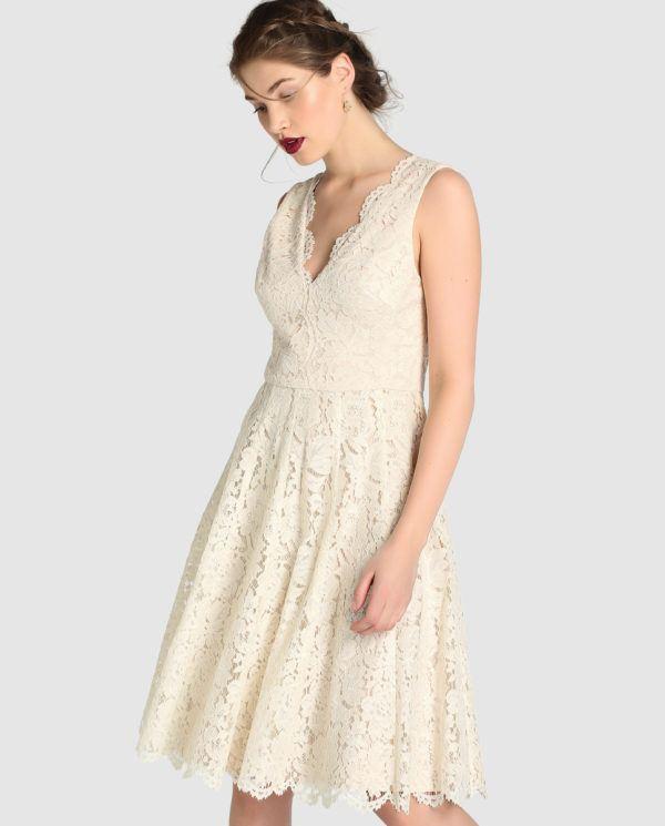 vestidos-de-encaje-blancos