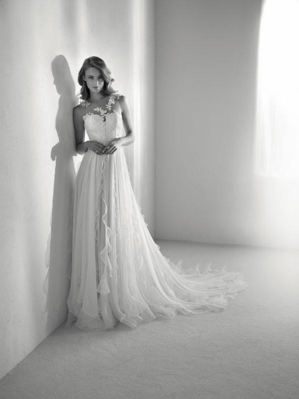 vestidos-de-novia-diferentes-atelier-pronovias-2018-risal